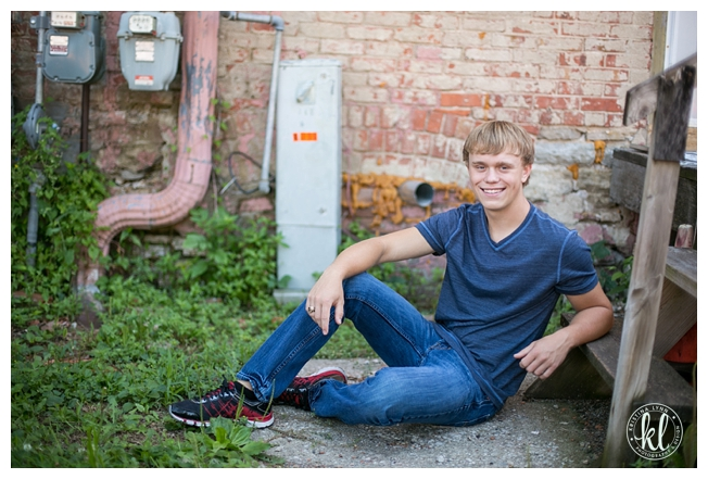 I love the colors and texture in this urban senior session | Littleton CO high school senior photographer Kristina Lynn Photography & Design
