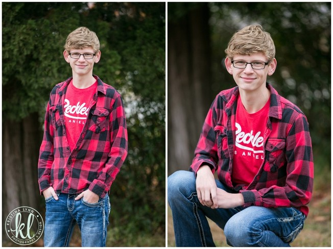 A plaid shirt paired with jeans is the perfect outfit for this high school senior session in Clarion Iowa | Image by Kristina Lynn Photography & Design.